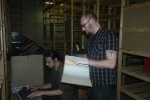 Übernahme des Aktenbestandes durch Mitarbeiter des Bergbau-Archivs auf dem Bergwerk Auguste Victoria 1/2 in Marl, 2011 (v.l.n.r.: Dr. Stefan Moitra, André Köhler)